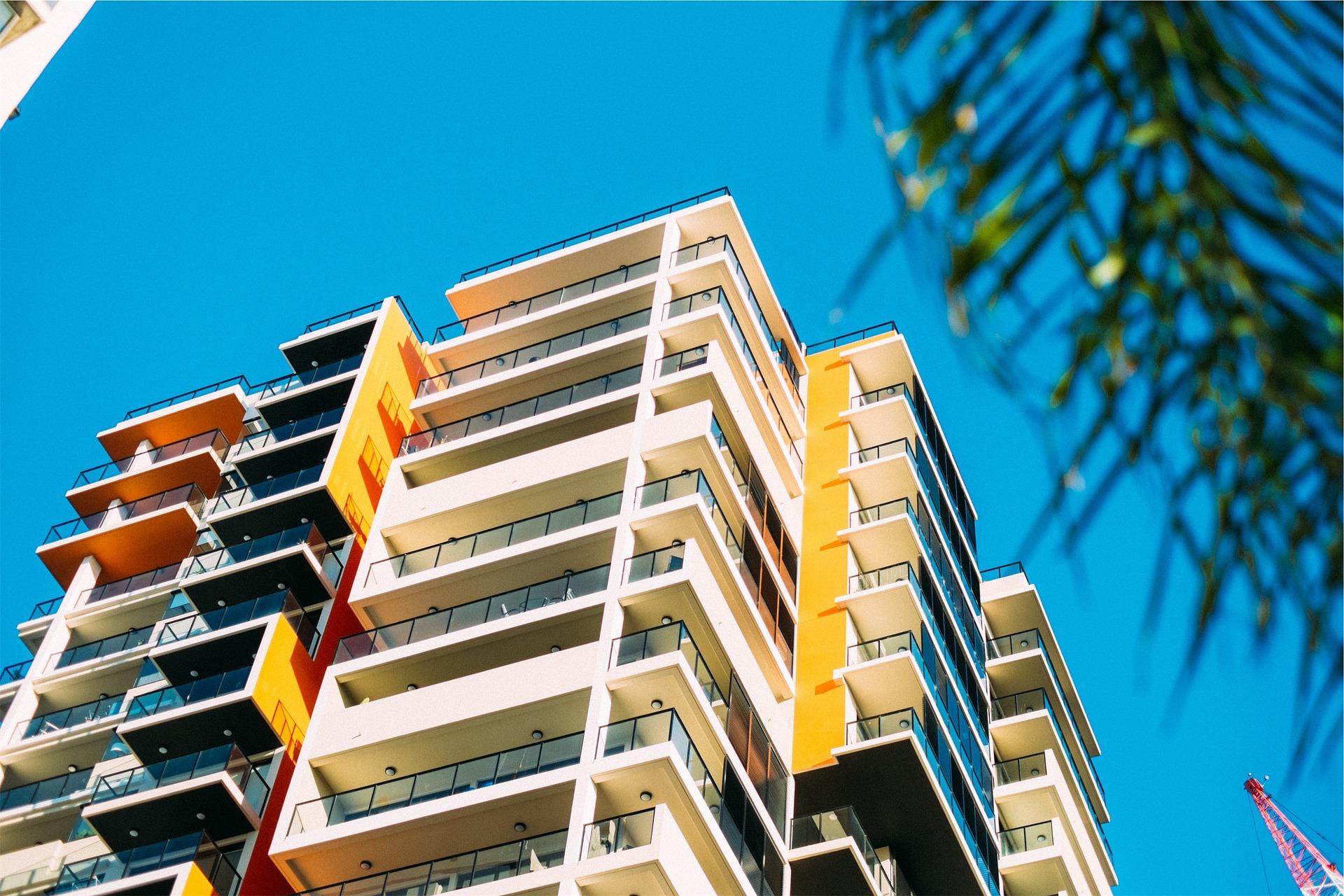 Vhodné zábradlie na balkóne dodá bytu či domu šmrnc