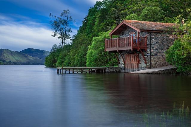 Domček pri jazere.jpg