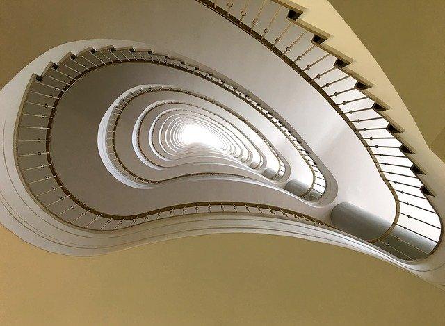 schodiště v domě.jpg