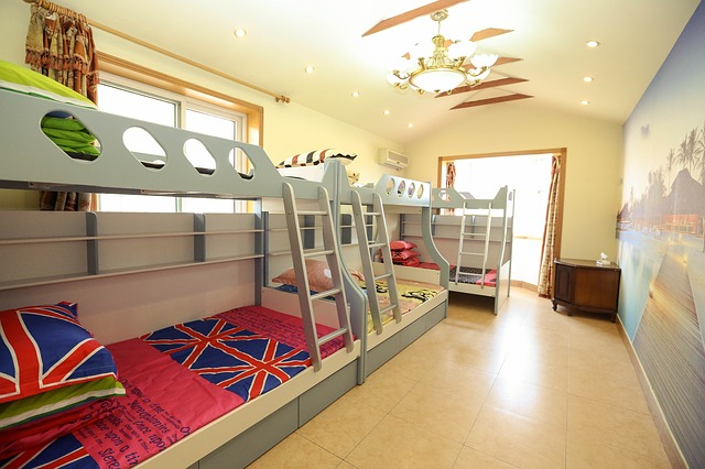Poschodové postele v detskej izbe